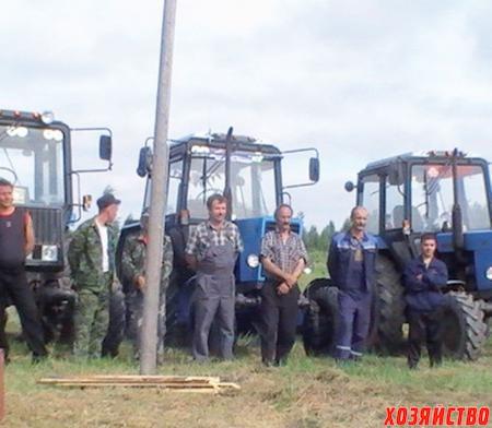 Районный смотр механизаторов - 2010. Победитель Владимир Никаноров-младший (справа)