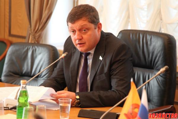 Oleg-Paholkov-krugly-j-stol.jpg