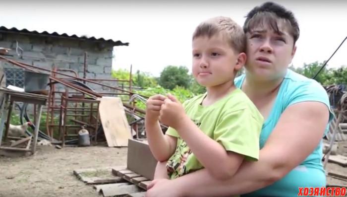 вдова с сынишкой. маленьким фермером.jpg