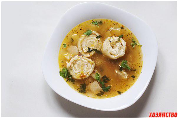 Куриный суп с сырными рулетиками.jpg