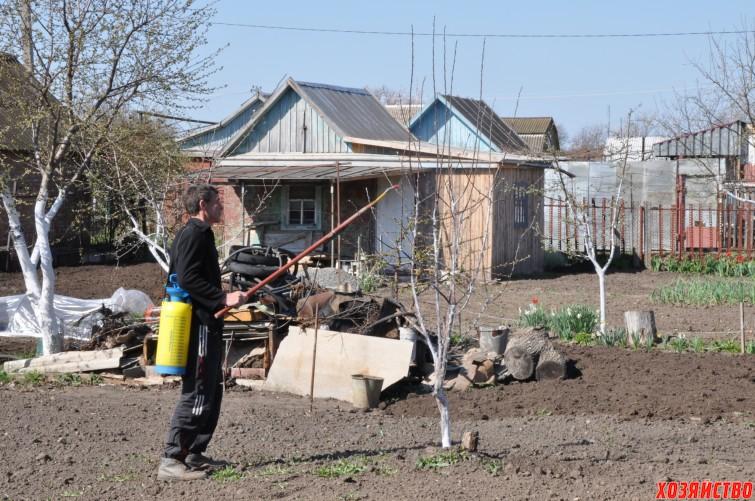 Весенние работы в саду.jpg