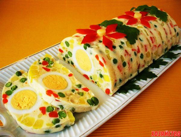 Желейный салат с яйцами и овощами.jpg