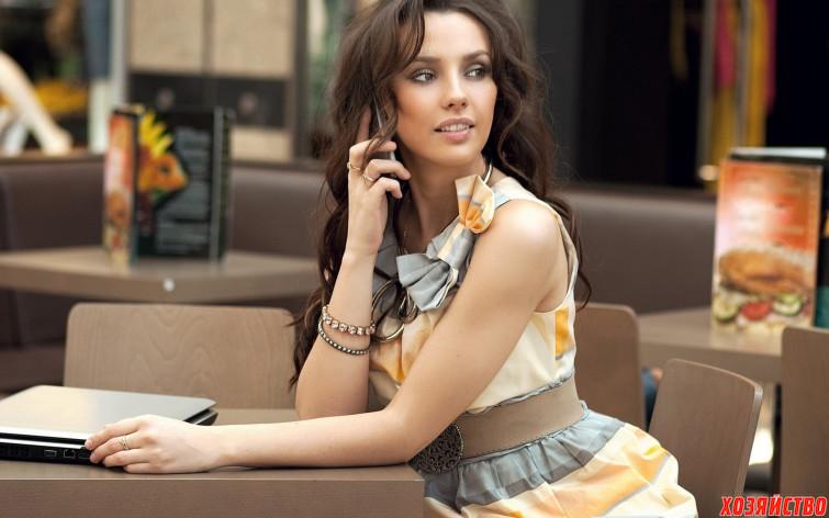 девушка с телефоном.jpg