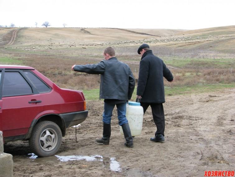 К роднику приезжают из разных областей. Вот, например, приехали ребята из Воронежской области.jpg