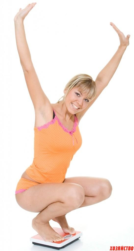 400_zena-se-meri-na-vagi_successful-female-diet_dreamstime_1437959_Miodrag-Gajic.jpg