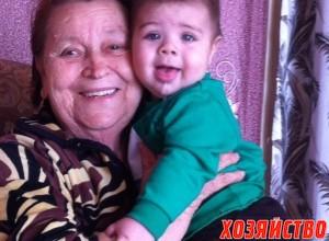 Лидия Федоровна с правнуком Елесеем.jpg