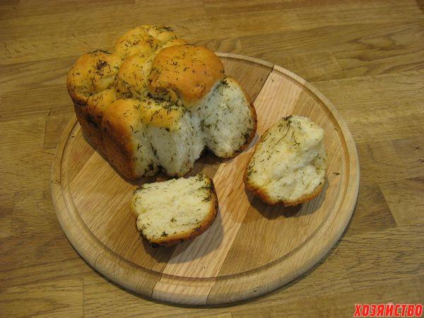 Хлеб с сыром, чесноком и укропом в хлебопечке.jpg