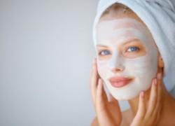 Быть красивой в праздник помогут маски для лица из доступных продуктов