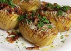Три вкуснейших рецепта картошки-гармошки для пикника