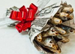 Видео-урок: букет из рыбы на 23 февраля