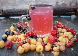 Компот из малины, вишни и смородины в мультиварке
