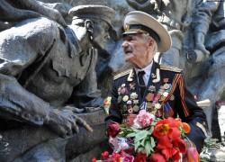 Обязать государство устанавливать памятники умершим ветеранам