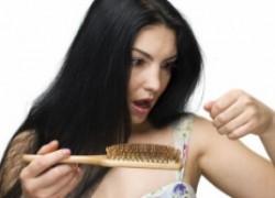 При сильном выпадении волос