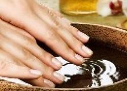 Ванночка из растительного масла для укрепления ногтей