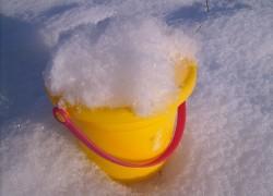 Есть лишний снег - в теплицу его