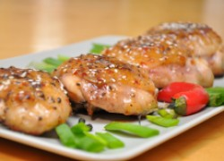 Любителям остренького: куриные бедрышки с соусом чили в меду. ВИДЕО