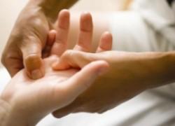 Если начинают болеть суставы рук