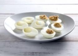 Закусочка к выходным: яйца, фаршированные анчоусами и тунцом