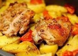 Куриные бедрышки с молодым картофелем в рукаве