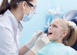 Визит к стоматологу: чем раньше, тем лучше