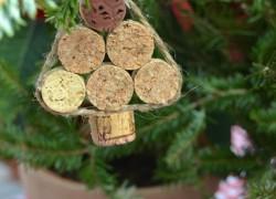 ДВЕ идеи изготовления новогодних поделок из винных пробок