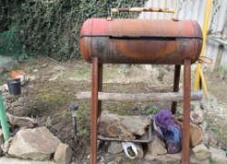 Муж сделал шашлычную и коптильню из газового баллона