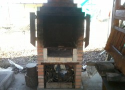 Уличная печь – и мангал, и коптильня