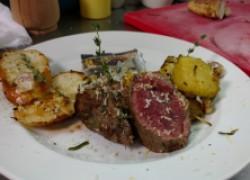 Ресторан на дому: Нежнейшая говяжья вырезка с картофелем и хреном