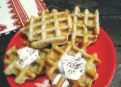 Хрустящие картофельные вафли со сметаной
