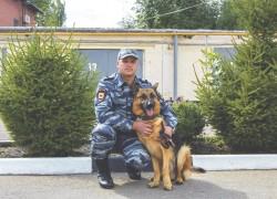 Пес-полицейский из... выгребной ямы