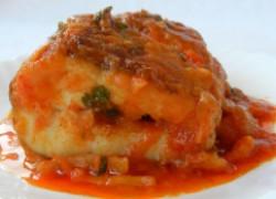 Сазан, тушенный в томатном соусе