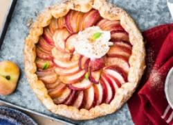 Слоеный пирог с персиками
