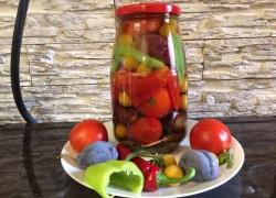 Рецепт маринованных помидоров с синими сливами и желтой алычой