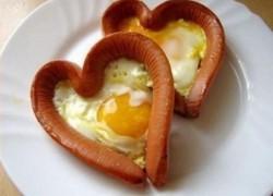 Яичница в виде сердца - завтрак для любимых на 14 февраля