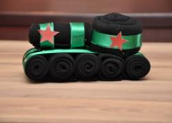 Необычный танк из носков для дорогих защитников отечества