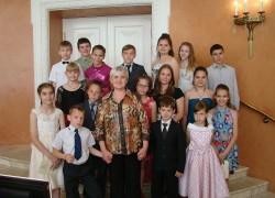 Женщина из поселка воспитывает 76 детей