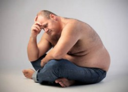 Толстый мужчина в постели не боец?