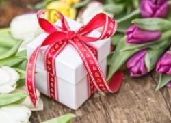 Что подарить любимым и дорогим женщинам на 8 марта