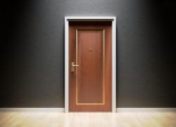 Делаем ремонт входной двери