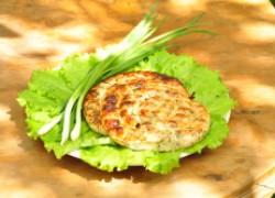 Колбаски из куриного филе с сыром и зеленью