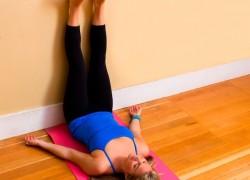 Почему полезно поднимать ноги на стену