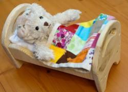 Игрушечная деревянная кроватка. Делаем своими руками