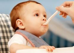 Ничего не давайте детям со своего рта: кариес заразен!