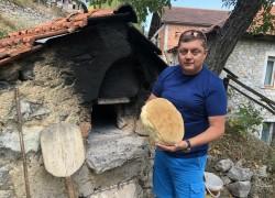 В Македонии хлеб готовят прямо на улице