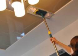 Как правильно ухаживать за глянцевым натяжным потолком