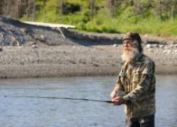 Дед 80 лет, который обловил всех рыбаков