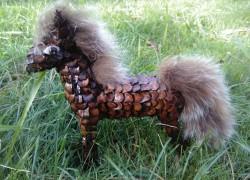 Лошадка из шишек