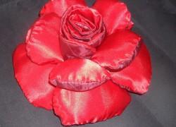 Шитая подушка–роза