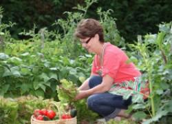 Работа в саду – самый простой способ сохранить здоровье