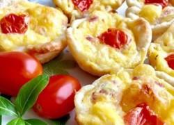 Маффины с сыром, беконом и яйцом